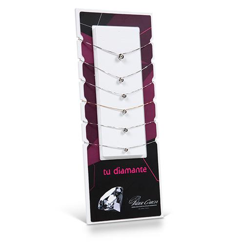 Expositor de colgantes de chatón con diferentes medidas de diamantes.<br /> <br /> Contenido y PVP unitario:<br />