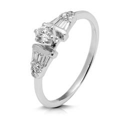 Anillo diseño de oro blanco 18Kt con diamantes  y baguettes (AN1484477)