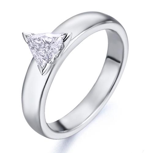 Anillo solitario de oro blanco 18Kt con diamante triangulo