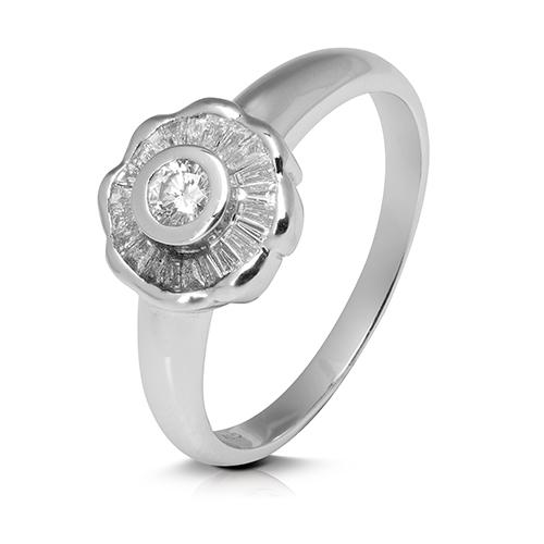 Anillo rosetón de oro blanco 18 Kt con diamantes talla baguette