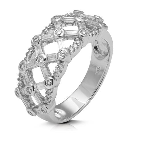Anillo  diseño de oro blanco 18Kt con diamantes