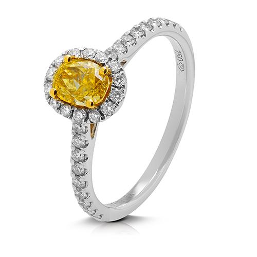 Anillo  diseño de oro blanco 18 Kt con diamantes y oval