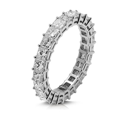 Anillo alianza entera grapas de 18 Kt con diamantes talla princesa
